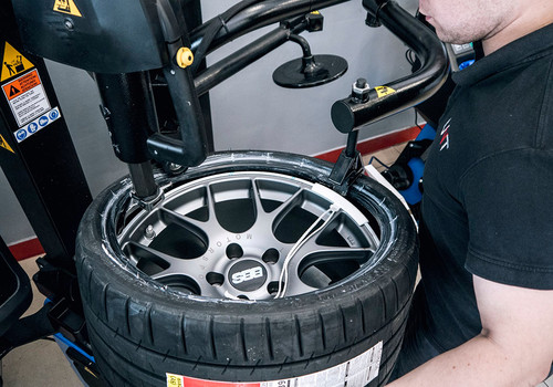Tire mounting + balancing - Services